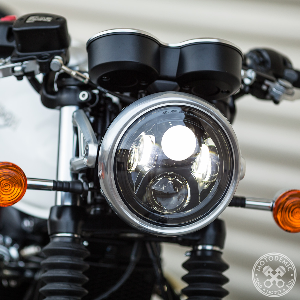 Single 7 Inch Standard LED Headlight Conversion Kit by Motodemic