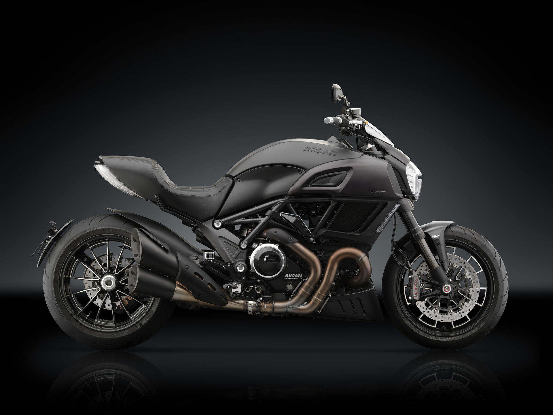 ducati diavel 2014 series front fairing windscreen by rizoma. Black Bedroom Furniture Sets. Home Design Ideas
