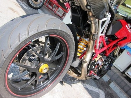 Rear Wheel Axle Nut by Ducabike Ducati / Hypermotard 1100 / 2008