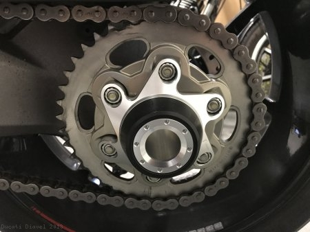 Rizoma Rear Hub Cover Ducati / Diavel / 2013