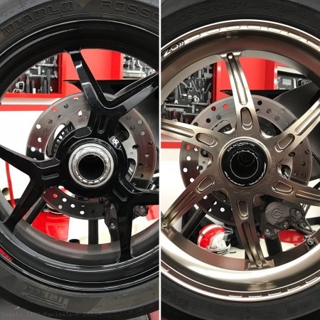 Rear Wheel Axle Nut by Ducabike Ducati / 1199 Panigale R / 2013