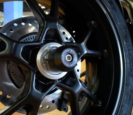 Rear Axle Sliders by Motovation Accessories Triumph / Speed Triple R / 2016