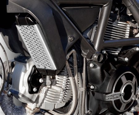 Aluminum Oil Cooler Guard by Ducabike Ducati / Scrambler 800 Cafe Racer / 2017