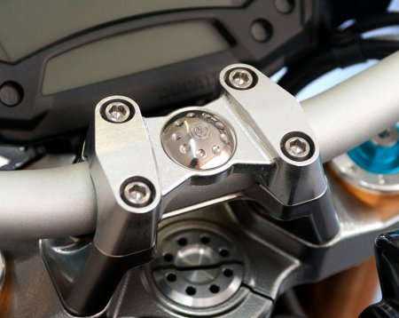 Billet Handlebar Top Clamp by MotoCorse